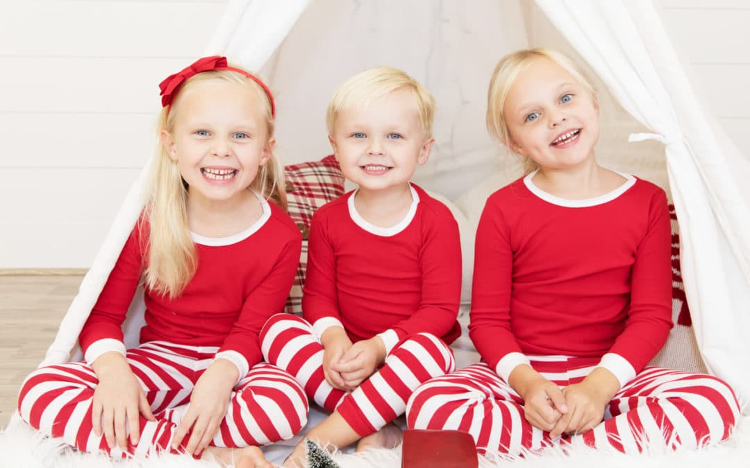 TIPS PETS AND KIDS IN FAMILY PHOTOGRAPHY HOLIDAY CARDS